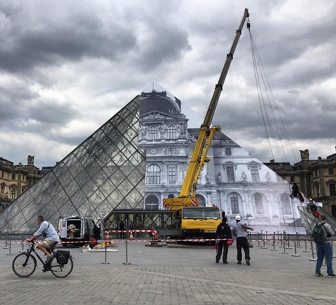 JR-louvre-museum-installation-paris-designboom-06