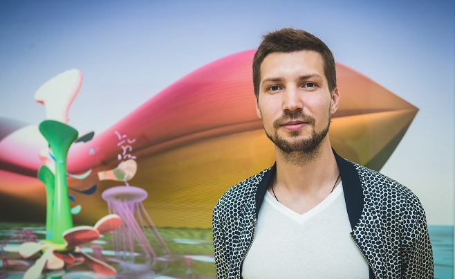 Степан Рябченко на фоне работы «Ковчег»