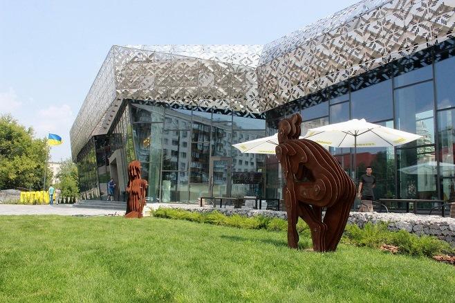 "Документ-сервіс ""Готово!"". Скульптури Олексаднара. Фото: artslooker.com"