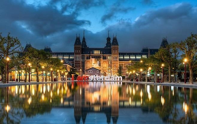 Elia-Locardi-I-Amsterdam-Netherlands-1440-50q-1440x600