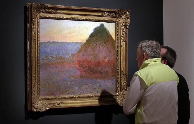 """Клод Моне """" Стіг сіна"""". Фото: AP Photo/Richard Drew"""