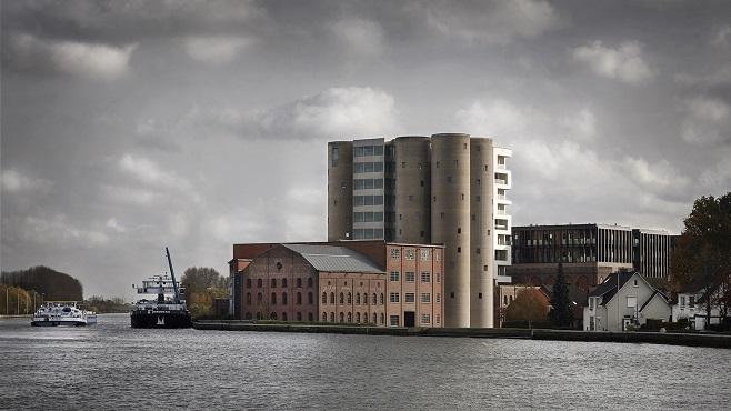 Вид з каналу на новий комплекс Axel Vervoordt / Фото: Jan Liégeois