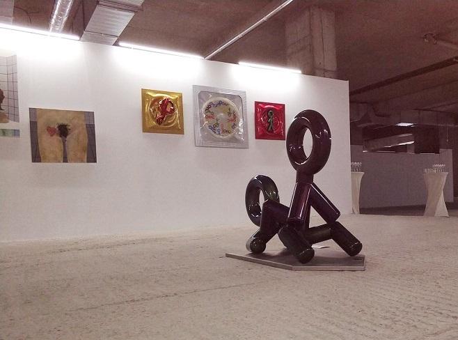 Фото з монтажу експозиції «Мистецтво жіночого оргазму»