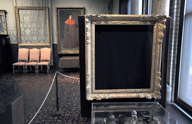 Порожні рами, з яких злодії взяли роботи Рембрандта і Вермеєра / Фото: Associated Press