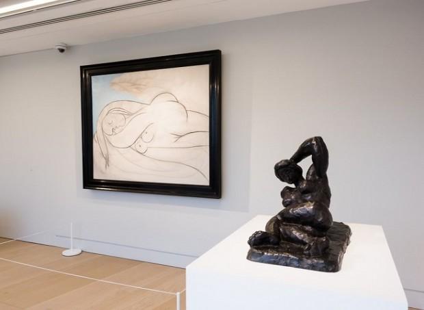 Картина Пабло Пікассо «Спляча», 1932 та скульптура Анрі Матісса «Оголена, що лежить I (Аврора)», 1907