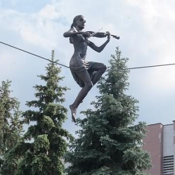 """Скульптура """"Висока нота"""" Олександра Лідаговського у Черкасах / Фото: chmr.gov.ua"""