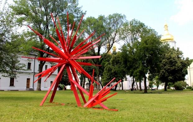 Скульптура Антона Логов, Крилатий звір / Фото: artslooker.com