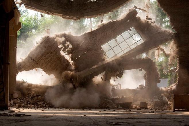 Одна зі стін студії Ай Вейвея під час демонтажу / Фото: Ng Han Guan/AP