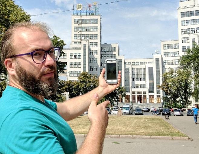 Художник Роман Мінін