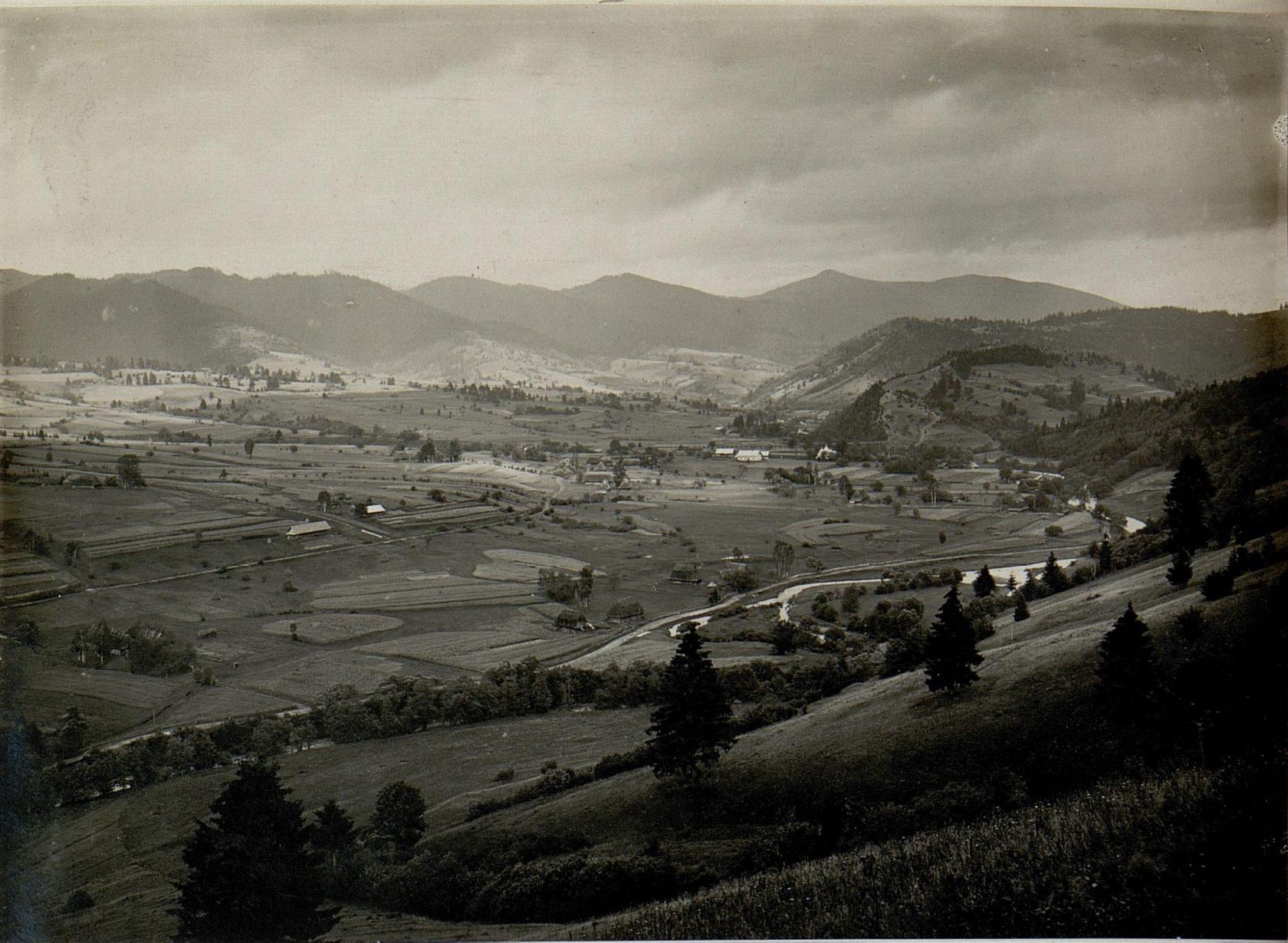 Фотографія з Віденської національної бібліотеки 1914 року з видом села Либохори та гори Маґура