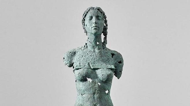 """Фрагмент скульптури Єгора Зігури, """"Кора, що пробуджується"""", яку було продано 5 на Phillips $15,612"""
