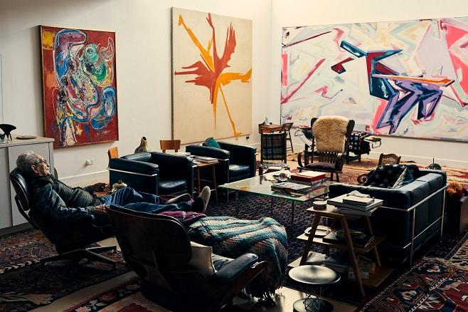 На стінах будинку Френка Стелли в Грінвіч-Віллідж зліва направо: «Вакханалія» Ганса Гофмана (1946); «Стріла» Кеннета Ноланда (1959); і «Повернення з кошмару» Денніса Ешбо (1982) / Фото: nytimes.com