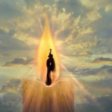 Стоп-кадр з кліпу Аріани Гранде, God is a Woman