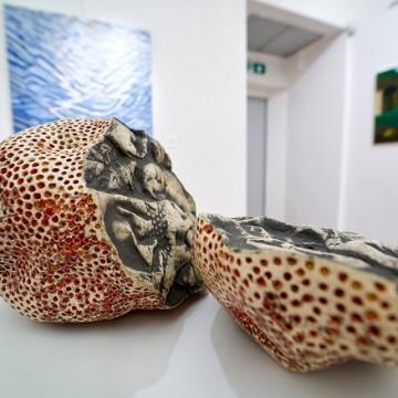 Керамічні скульптури Ольги Пильник та живопис Ірини Акімової та Софії Кульчицької