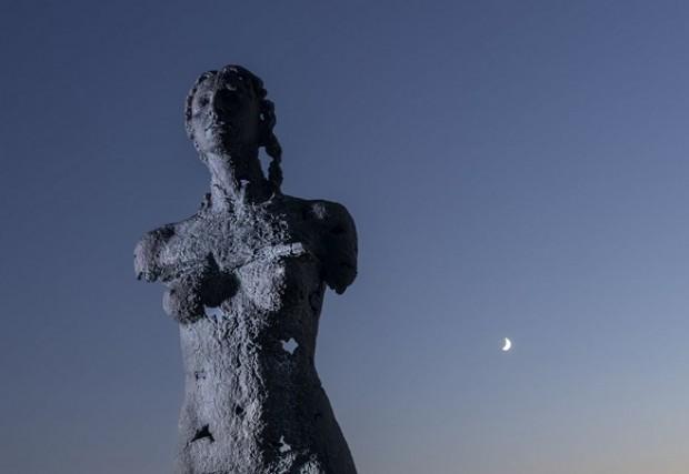 Awakening diptych, Sculpture by the Sea, Bondi 2019 /  Photo: AFP